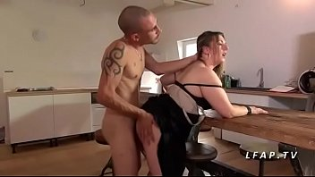une comme salope prise Blonde mother sucking on a pale cock
