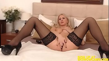 blonde stripping busty leggy in fishnet Pipe du soir