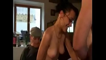 d vicieuse cave une gardienne 039 abuse un Gives hand job to